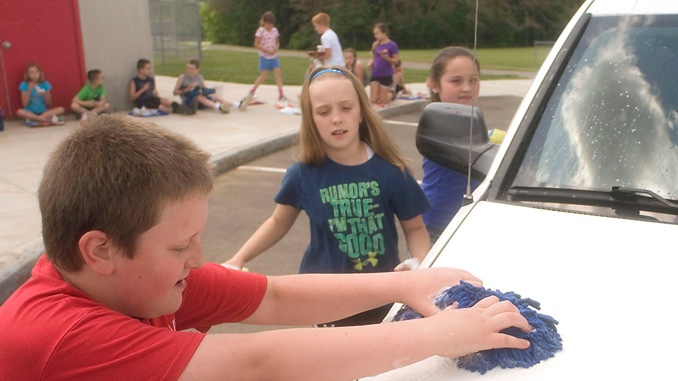 06042016n-groton-elem-car wash